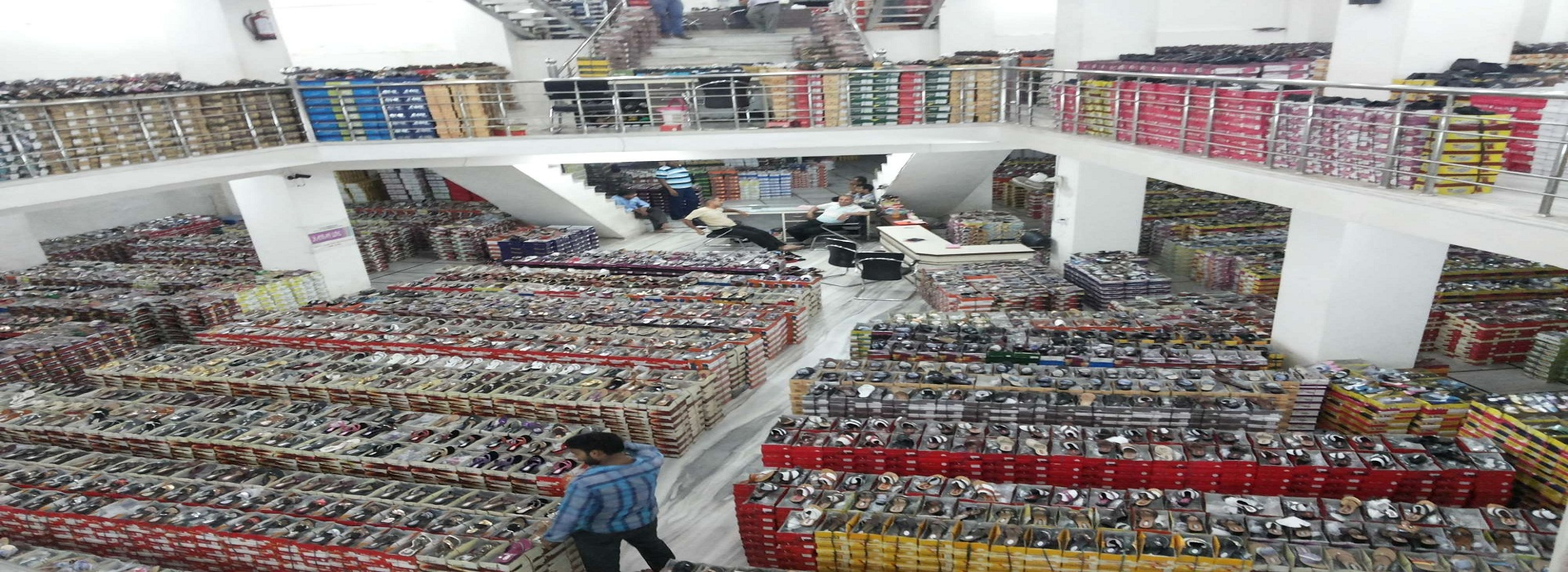 Hing ki Mandi: A paradise for Shopping of Shoes in Agra