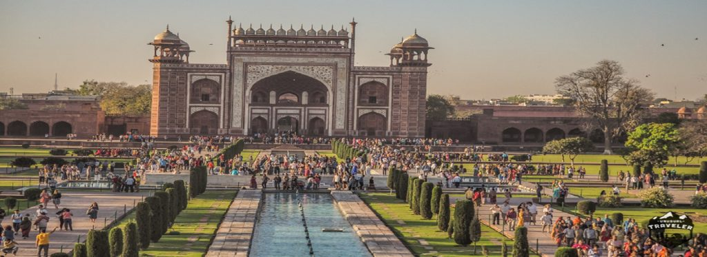 Useful Tips to Beat the Crowds at Taj Mahal